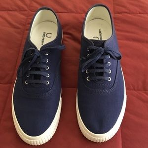 Super clean Fred Perry sneakers